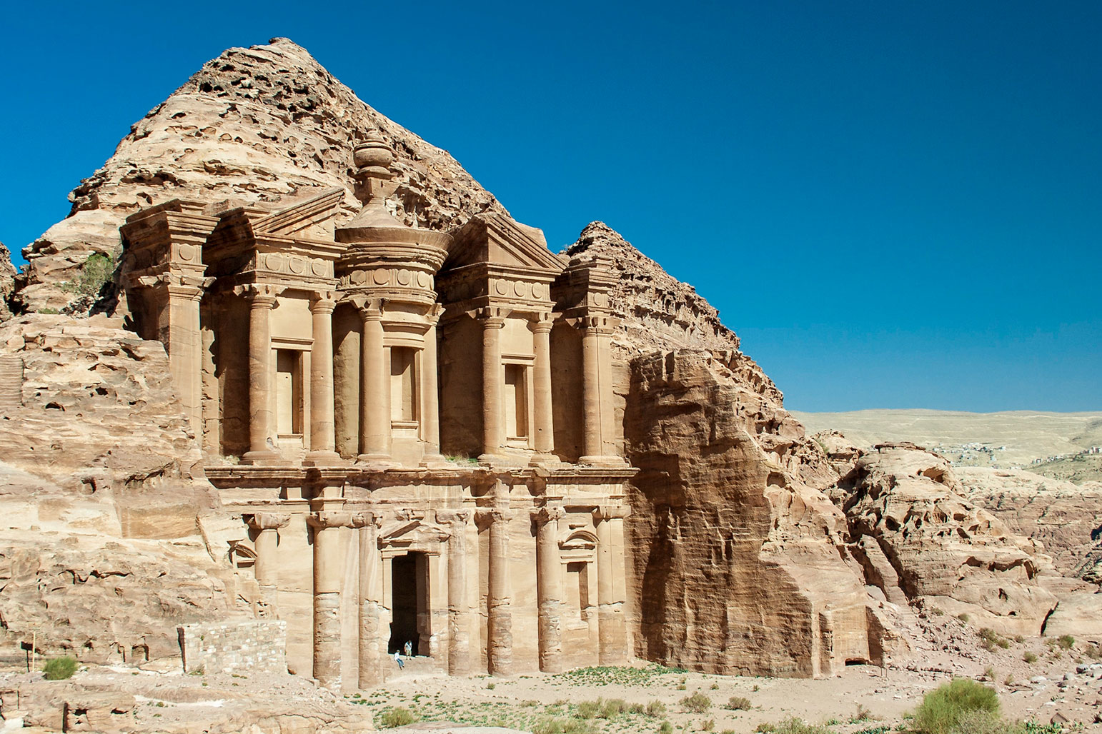 A Tourist Guide for Visiting Petra