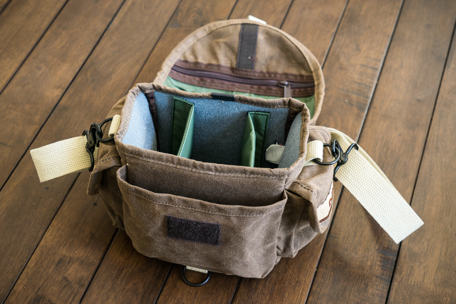 Domke F-8 compartments and pockets