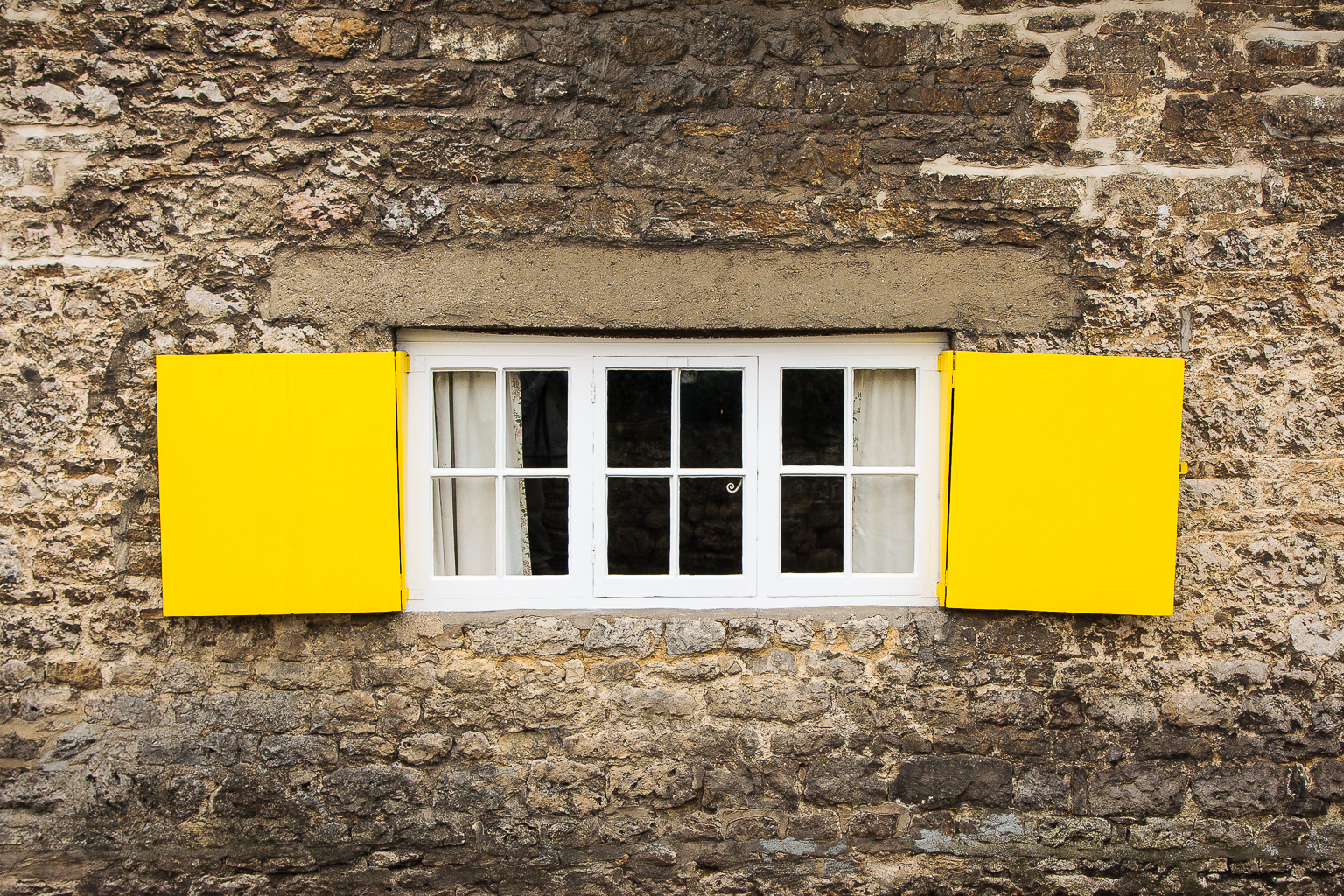 Yellow Shutters, Wolvercotte